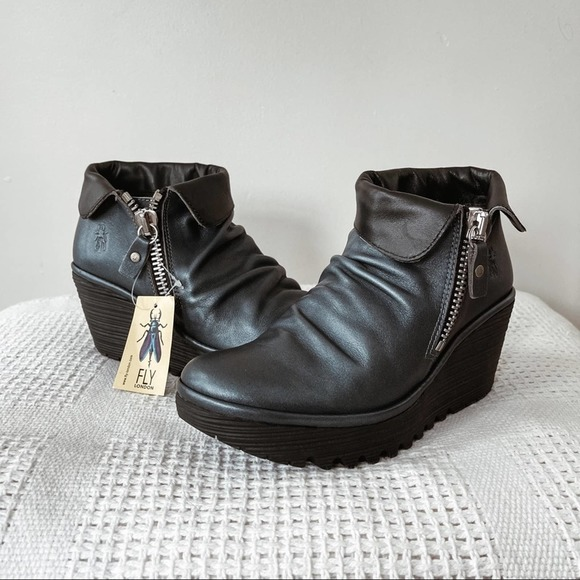 FLY LONDON | NWT Grace Reef Leather Ankle Booties